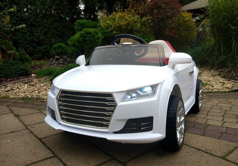 kinderauto mit akku yc518 wei auto f r kinder 2 4g led lichter felgen lenkrad. Black Bedroom Furniture Sets. Home Design Ideas