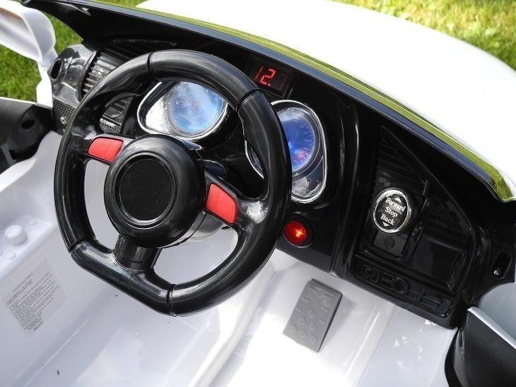 Elektroauto für Kinder KD100 Schwarz 2x45W 2.4G RC LED Lichter FM Radio Batteriebetriebene Fahrzeuge